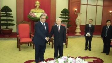 KKE Delegation Visits Vietnam