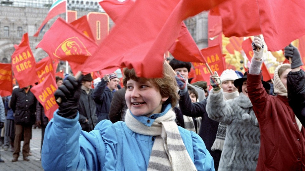 Back to the USSR: Record Number of Russians Regret Collapse of Soviet Union